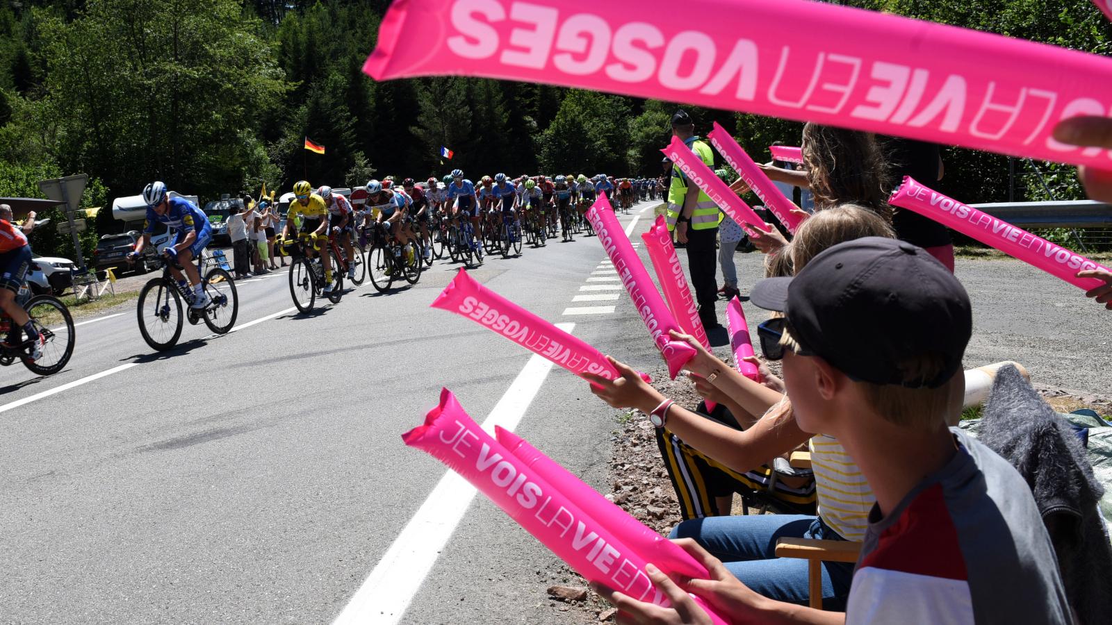 Passage du Tour de France dans le col de Saales